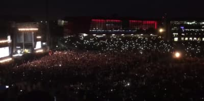 "Watch 50,000 People Sing ""Don't Look Back In Anger"" In Manchester"