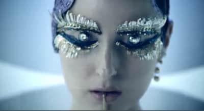 "Banks Shares Stylish ""Gemini Feed"" Video"