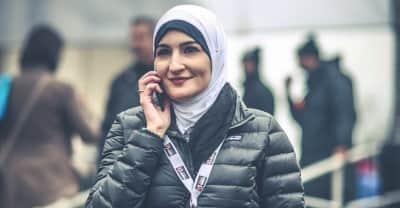 #IMarchWithLinda Shows Solidarity With A Women's March Organizer Facing Racist Abuse