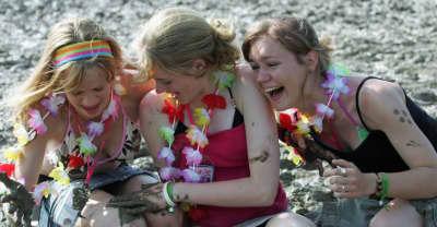 Glastonbury 2016 Will Feature A Women-Only Festival Venue.