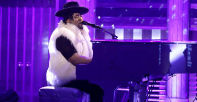 D'Angelo Honors Prince With Heartfelt Performance On The Tonight Show