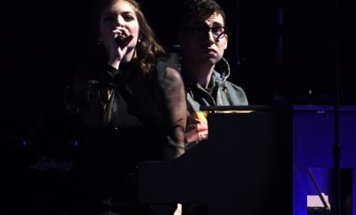 "Watch Jack Antonoff and Lorde cover St. Vincent's ""New York"""