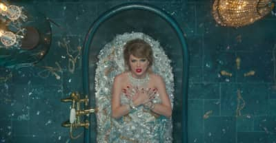 """Taylor Swift's """"Look What You Made Me Do"""" Sets Chart Record, Jumps To No. 1 On The Hot 100"""
