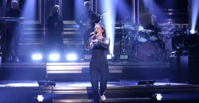 """Watch Sigrid perform """"Strangers"""" on The Tonight Show"""