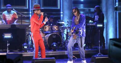 "Watch Wiz Khalifa and Swae Lee perform ""Hopeless Romantic"""