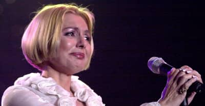 Iranian Icon Googoosh Reportedly Stuck In London Due To Trump's Muslim Ban