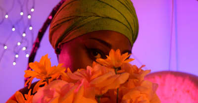 """Olawumi Explores Falling In Love For The First Time On """"Alone"""""""