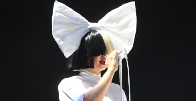 Sia leaked her own nude photo to beat a scammer