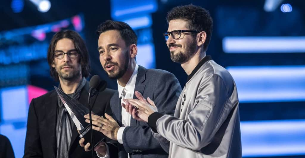 Linkin Park paid tribute to Chester Bennington at the 2017 AMAs