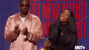 Watch SZA accept the BET Award for Best New Artist