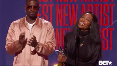Watch SZA accept the BET Award for Best New Artist