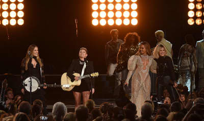 Natalie Maines Clarified That Beyoncé Invited The Dixie Chicks To Perform At The CMAs
