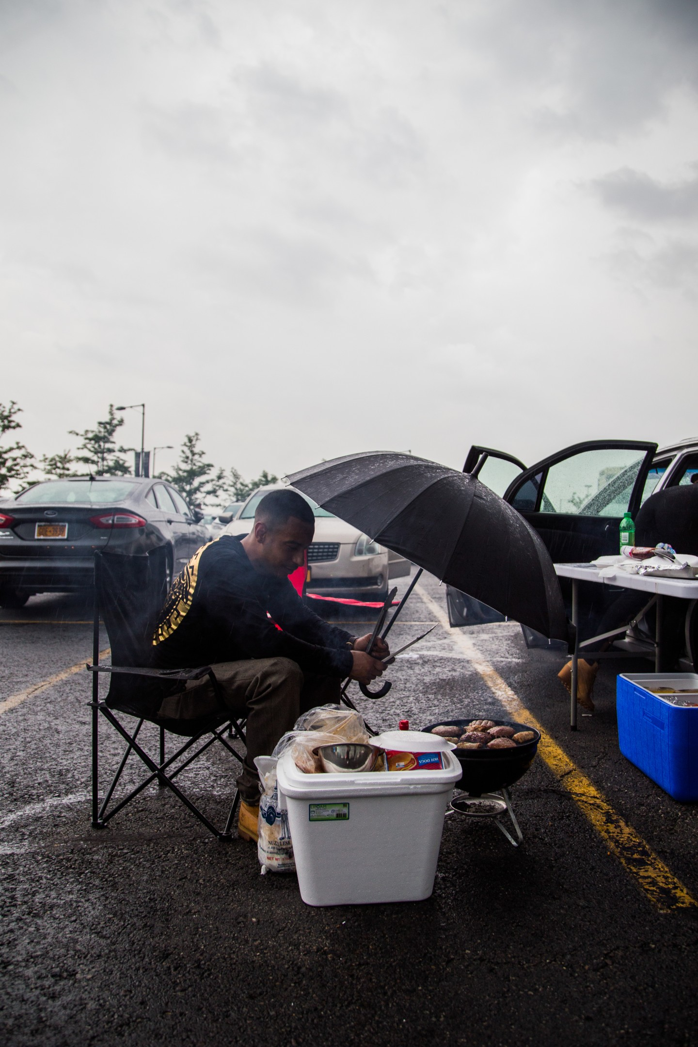 21 People Who Braved The Rain And Partied In The Summer Jam Parking Lot