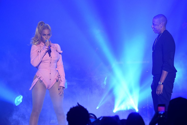 """Malcolm Gladwell says JAY-Z convinced Beyoncé to sing on Eminem's """"Walk On Water"""""""