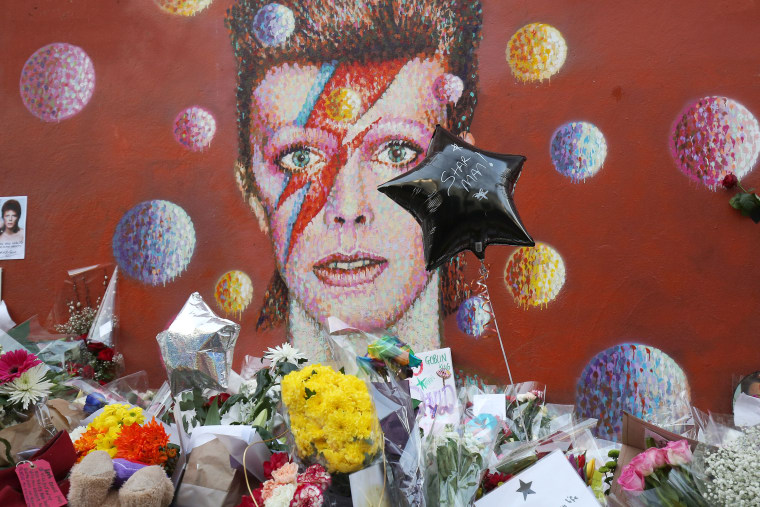 "David Bowie's Family Thanks Fans ""For The Love And Support"""