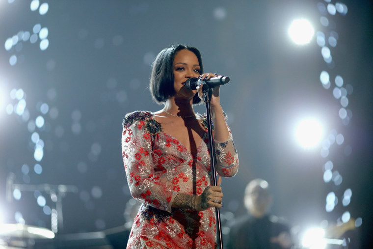 RIhanna Is Postponing Her <i>ANTI</i> Tour