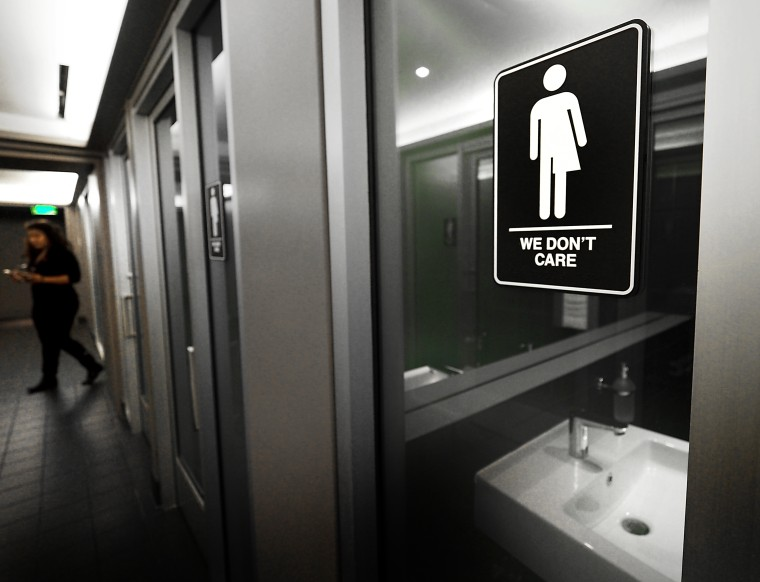 """Human Rights Groups Really Hate North Carolina's Proposed """"Bathroom Bill"""" Repeal"""