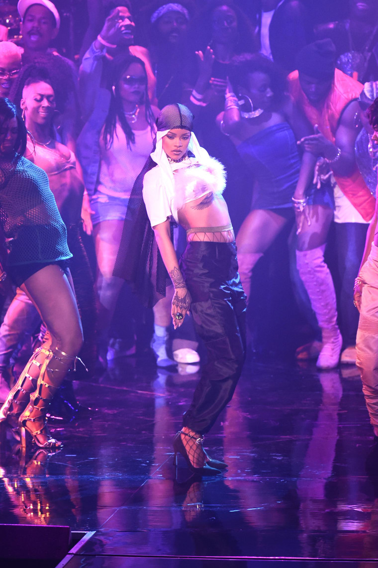 Rihanna Wore A Wonderful Du-Rag At The VMAs Designed By Moses Gauntlett Cheng