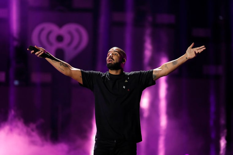 "Drake's ""One Dance"" Is The Most-Streamed Song Ever On Spotify"