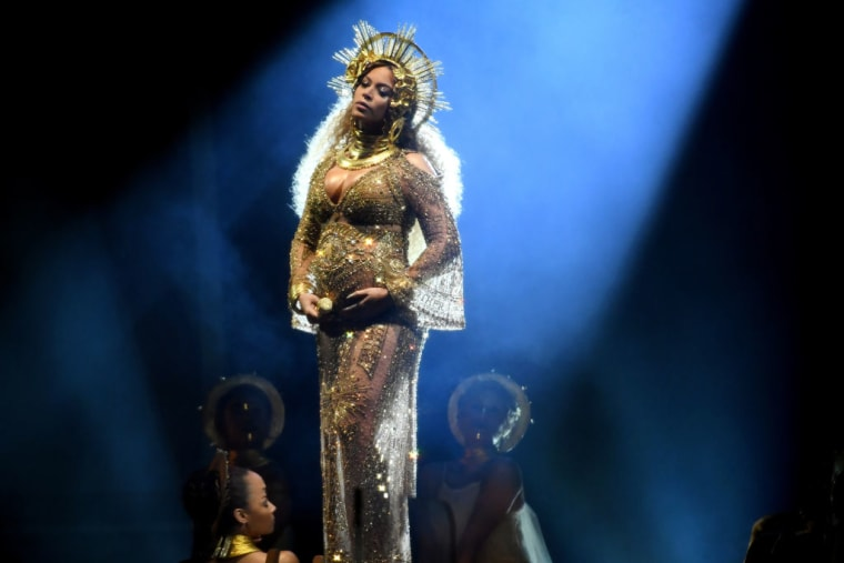It Took 50 People A Week Straight To Make Beyoncé's Grammy Dress