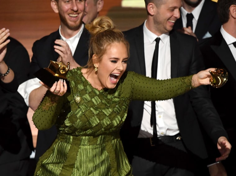 """Twitter Is Saying That That Adele Broke Her Album Of The Year Grammy To """"Share"""" With Beyoncé"""