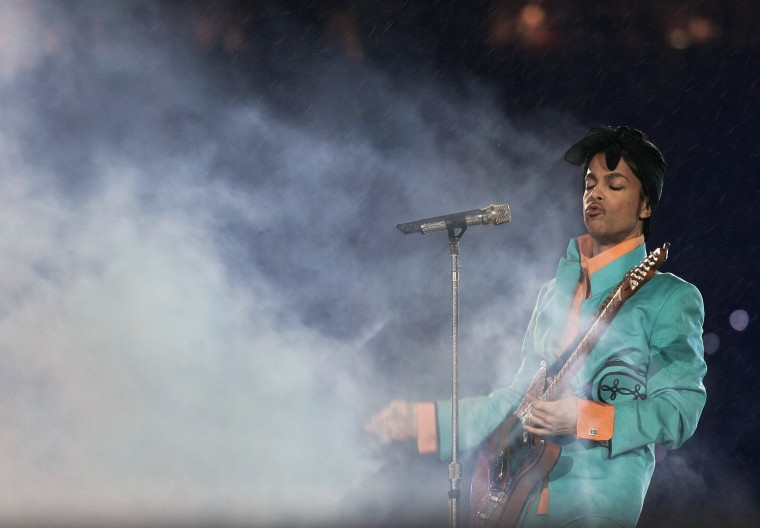 Prince's memoirs will be released in 2018