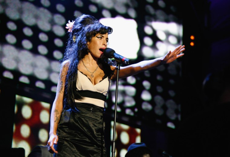 """Watch Amy Winehouse Record """"Back To Black"""" With Mark Ronson"""