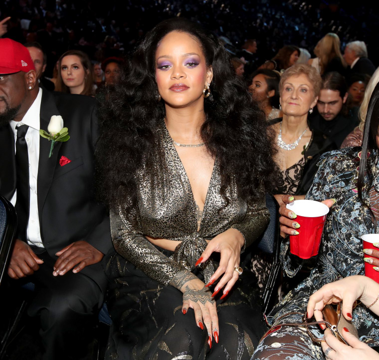 Rihanna tweets support for robbed Howard students