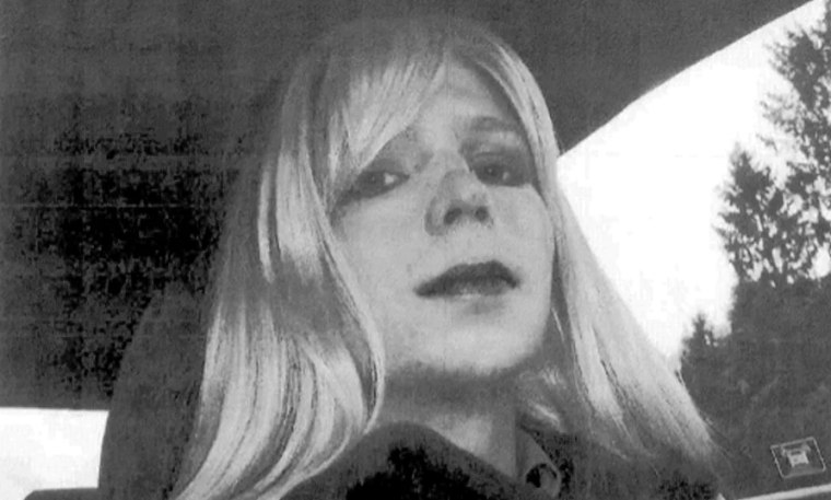 Chelsea Manning Sentenced To 14 Days Solitary Confinement For Suicide Attempt
