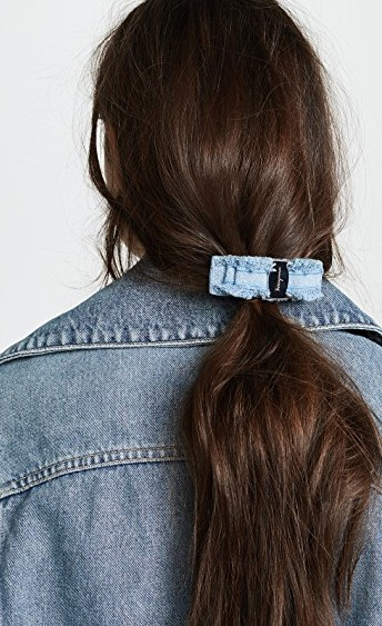 The chunky hair clip is back, and we are very into it