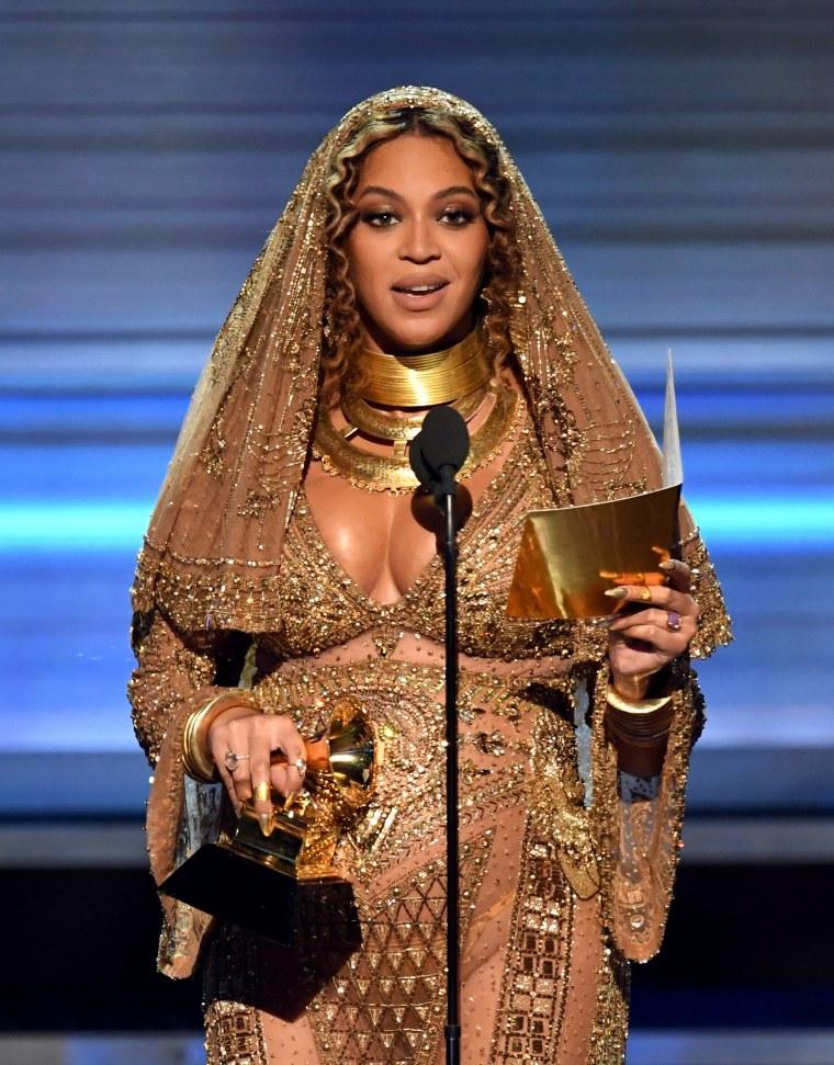 Watch Beyoncé's <i>LEMONADE</i> Acceptance Speech At The 2017 Grammys