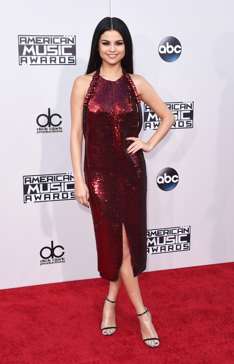 All The Looks You Need To See From The AMAs