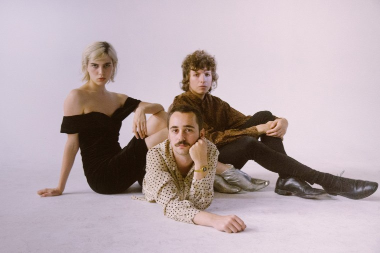 "Sunflower Bean make their Mom + Pop debut with ""I Was a Fool"""
