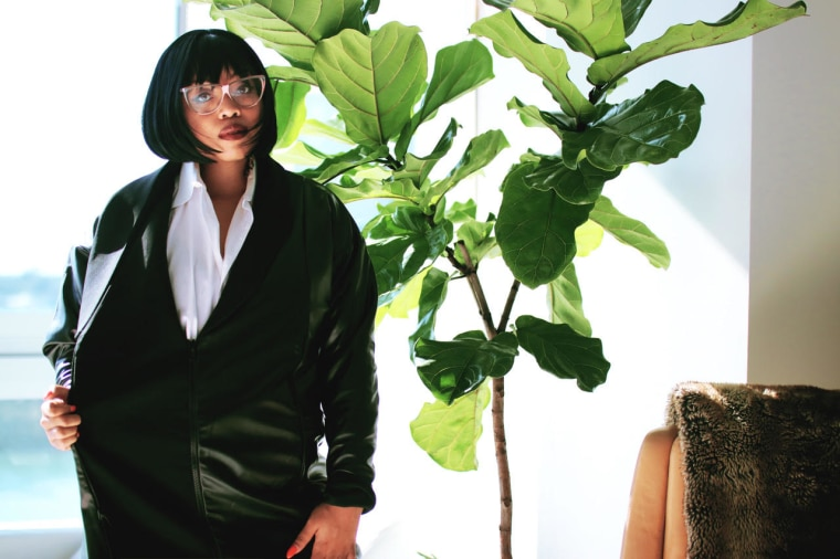 """Suzi Analogue Pays Homage To <i>Pulp Fiction</i>'s Mia Wallace On """"Numba 1"""""""