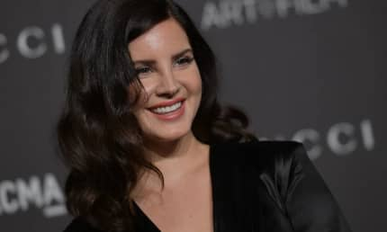 Watch Lana Del Rey cover Joni Mitchell alongside Weyes Blood and Zella Day