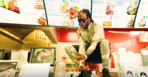 "2 Chainz hits the chicken joint in his ""Hot Wings"" video"