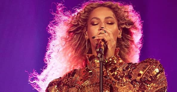 "Beyoncé Dedicates ""Halo"" To Orlando Victims And Their Families"