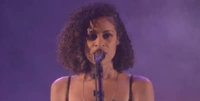 "Watch AlunaGeorge Cover Justin Bieber's ""Company"""