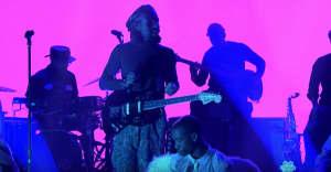 "Blood Orange performs on Fallon, shares ""Smoke"" remix"
