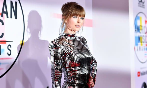 Taylor Swift announces re-recorded Fearless album with six new songs 1