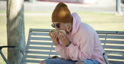 Unfortunately that viral picture of Justin Bieber eating a burrito is fake