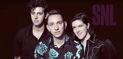 """Watch The xx Perform """"On Hold"""" On SNL"""