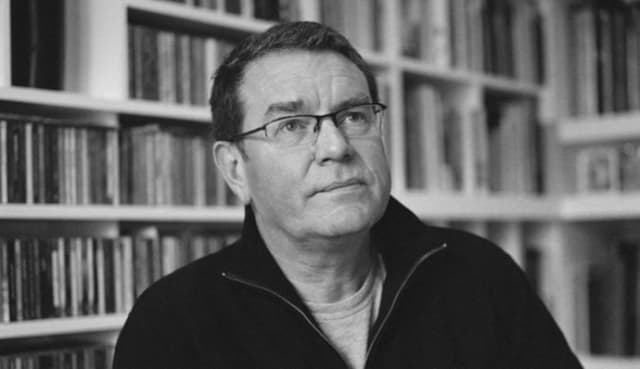 Vaughan Oliver, graphic designer for Pixies, Cocteau Twins and more, has died 1