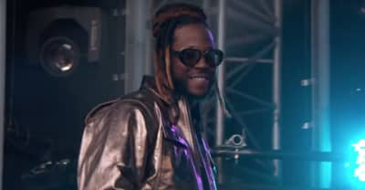 "Watch 2 Chainz perform ""Rule The World"" and ""NCAA"" on Kimmel"