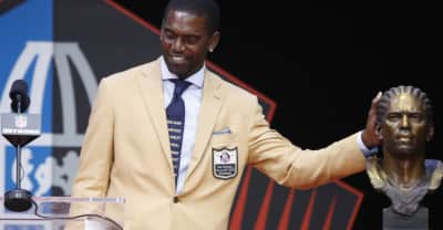 Randy Moss honors slain African-Americans during Hall of Fame ceremony