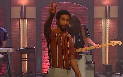 "Toro Y Moi brings a slap-bass-heavy ""Freelance"" to Seth Meyers"