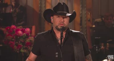 Jason Aldean performs on SNL in tribute to Las Vegas victims