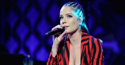 "Watch Halsey deliver her powerful Women's March poem ""A Story Like Mine"""