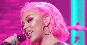 Watch Doja Cat make her late night debut on Seth Meyers