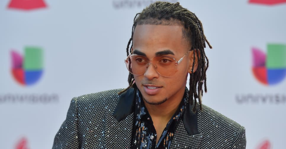 "Watch Ozuna perform ""Baila Baila Baila"" and ""Taki Taki"" on Fallon"